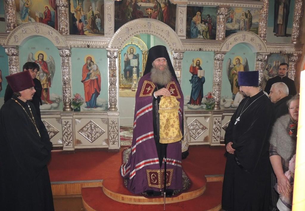 Праздничная Божественная Литургия в храме Трех Святителей в с.Ольховка.