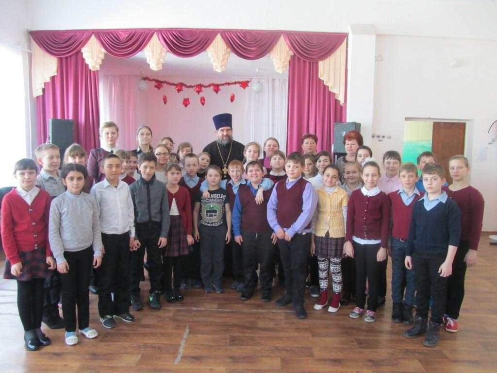 Протоиерей Николай Карпец встретился с учителями и учащимися МБОУ Еланская средняя школа №2.