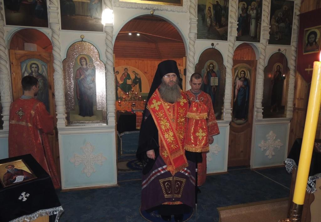 Всенощное бдение в храме Покрова Пресвятой Богородицы в х. Ветютнев, Фроловского района.