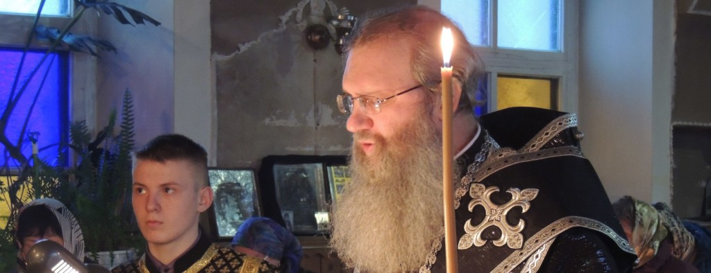 Епископ Елисей совершил чин пассии в храме Трех святителей в с. Ольховка.