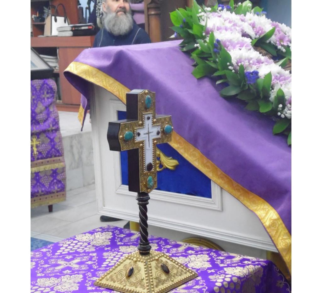 Распятие с частицей Древа Честного и Животворящего Креста Господня впервые прибыла в г.Урюпинск.