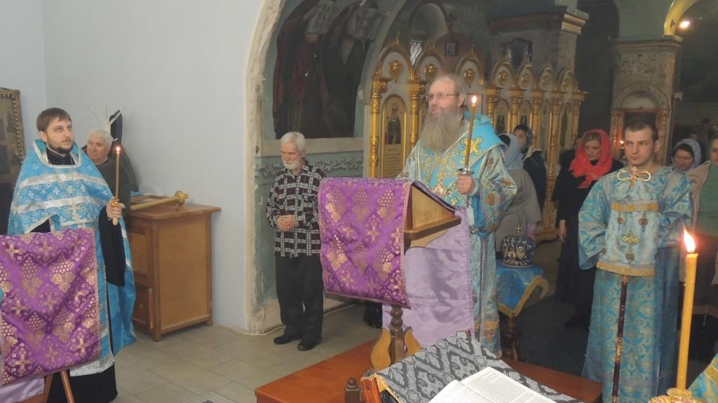 Служение епископа Елисея в канун субботы 5-й седмицы Великого поста в Покровском кафедральном соборе г. Урюпинска.