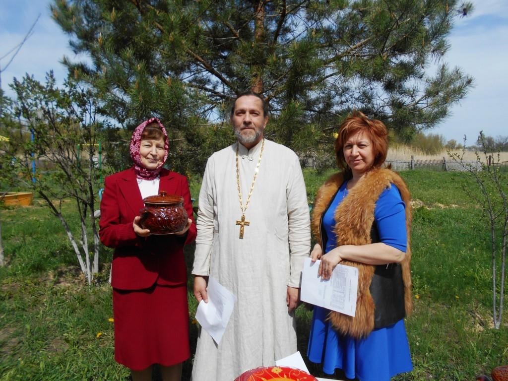 С праздником женщины-христианки!