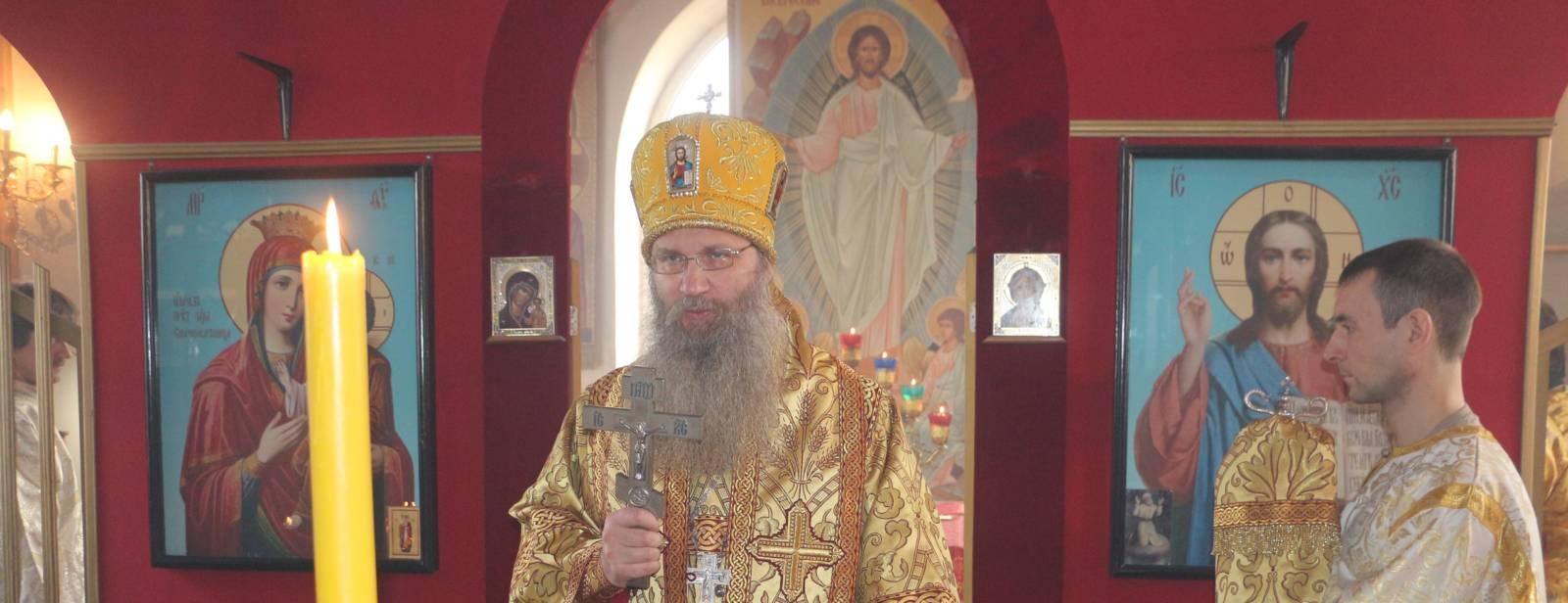 Божественную литургию в храме Воскресения Христова х. Попов (на кладбище).