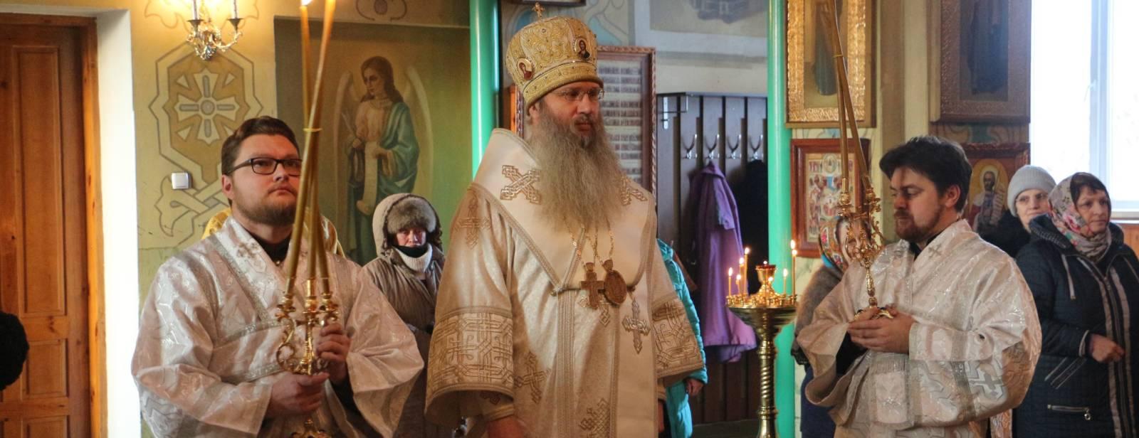 Божественная литургия в храме Святителя Николая Архиепископа Мирликийского г. Михайловки.