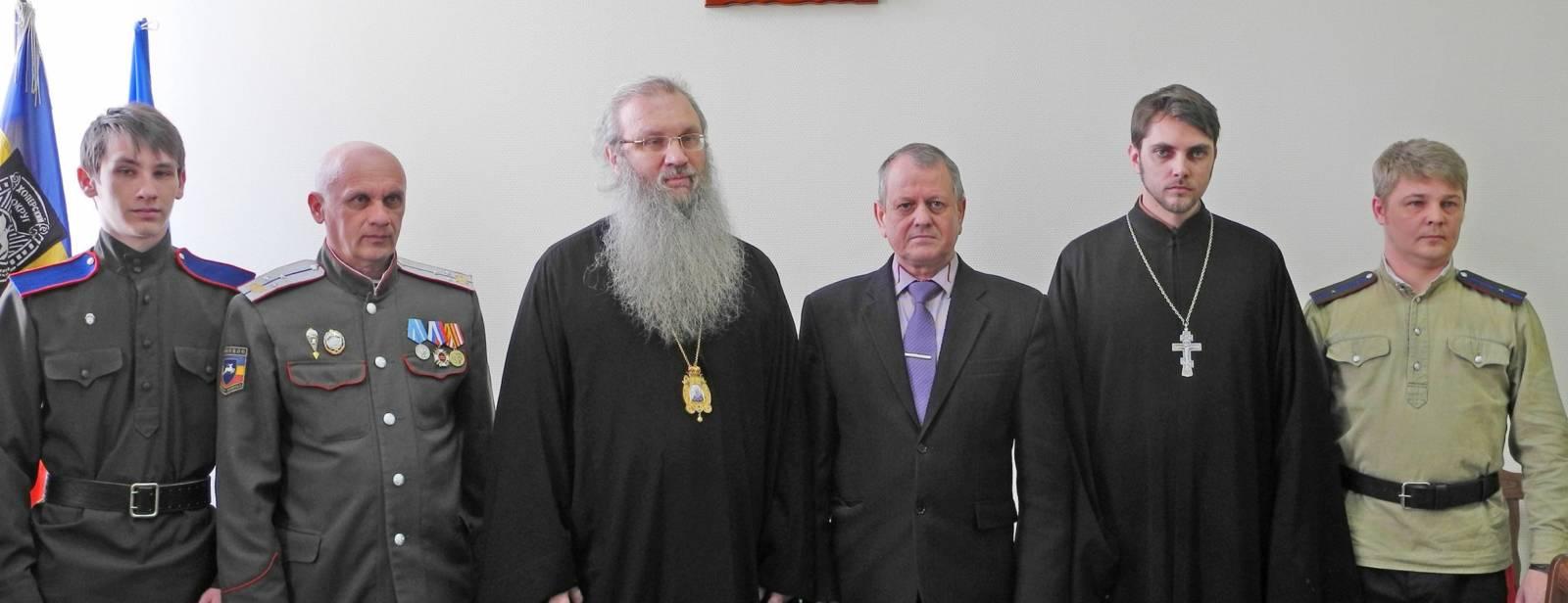 Подписание соглашения о взаимодействии между Урюпинской автошколой ДОСААФ и приходом Покровского кафедрального собора.