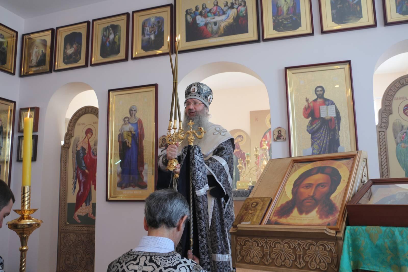 Божественная литургия Преждеосвященных Даров в храме в храме прп. Исаака Сирина г. Новоаннинский.