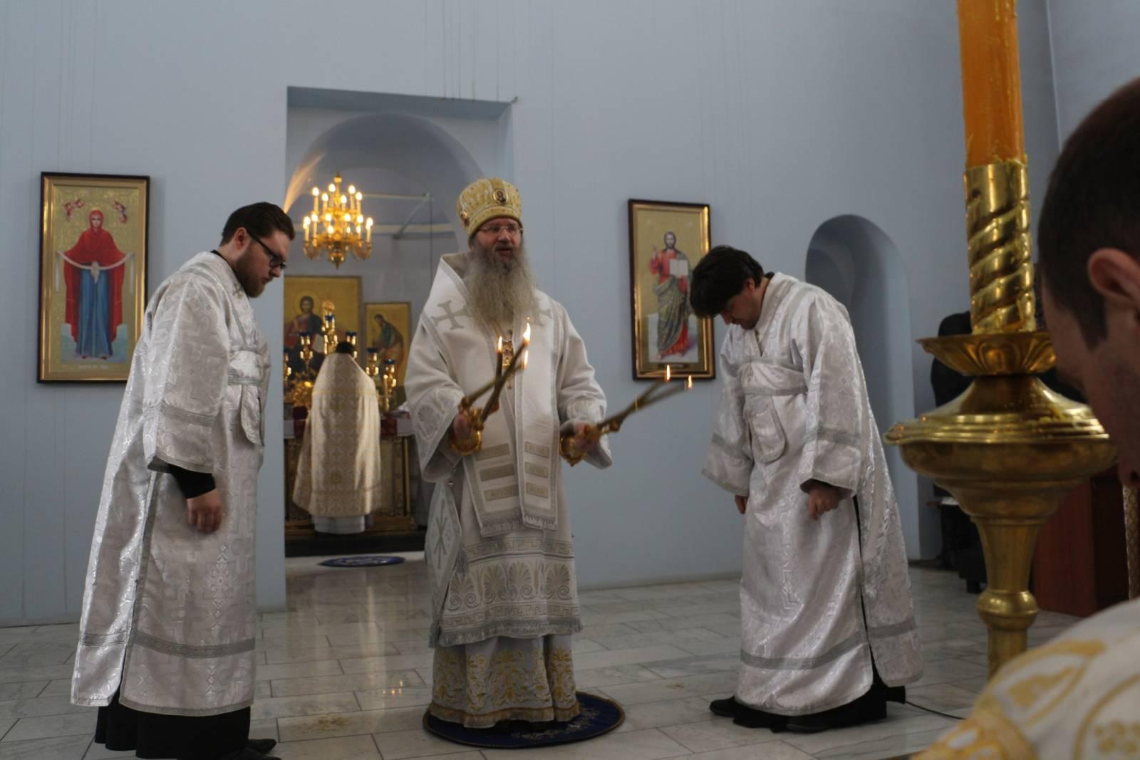 Божественная литургия в кафедральном соборе Покрова Пресвятой Богородицы г.Урюпинска.