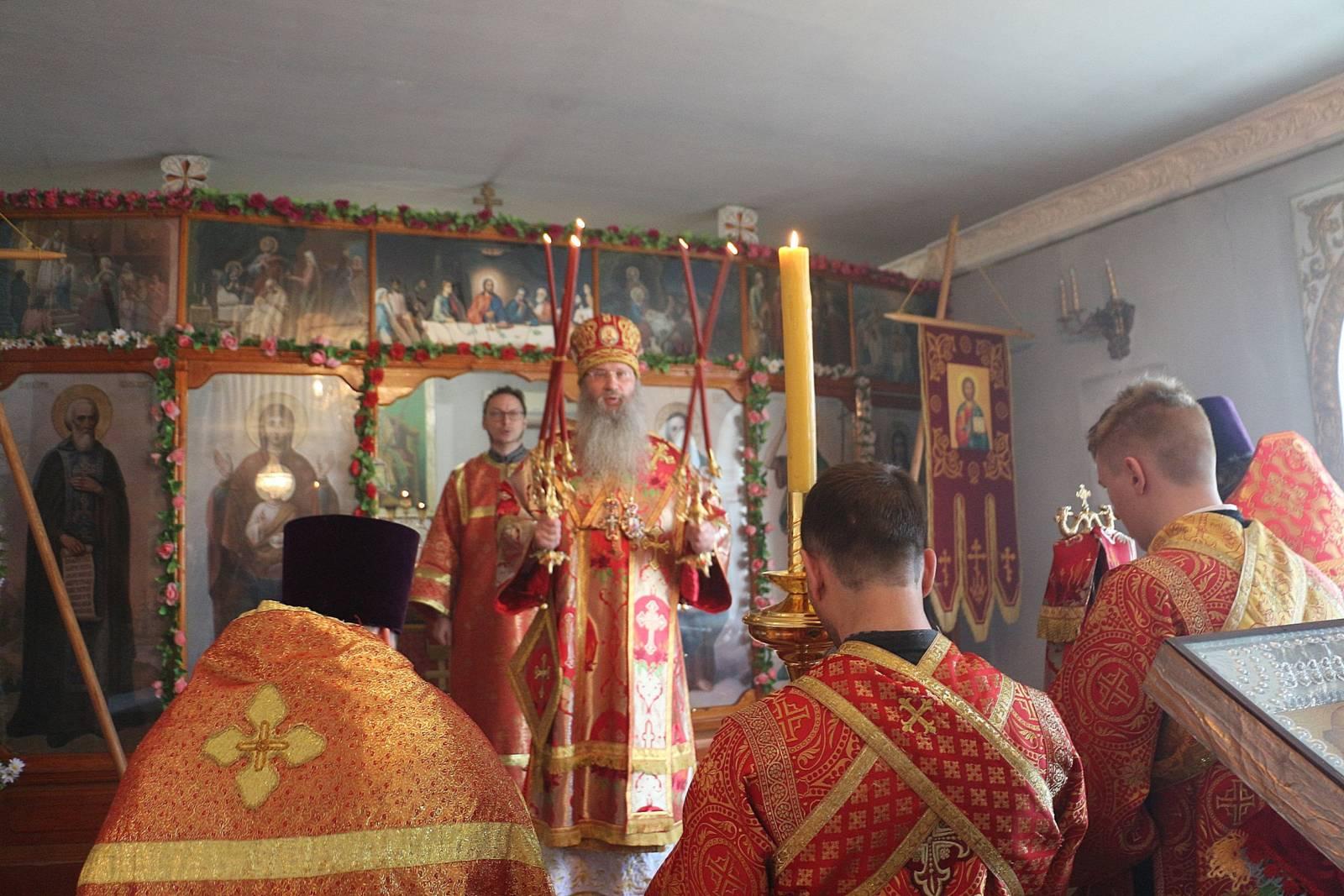 Служение епископа Елисея в 4-ю неделю по Пасхе.