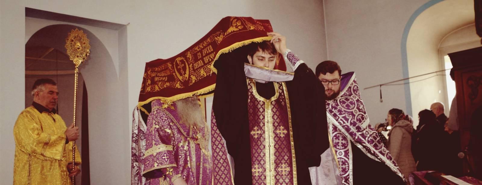 Вечерня Великой пятницы с выносом Святой Плащаницы в Покровском кафедральном соборе г. Урюпинска.