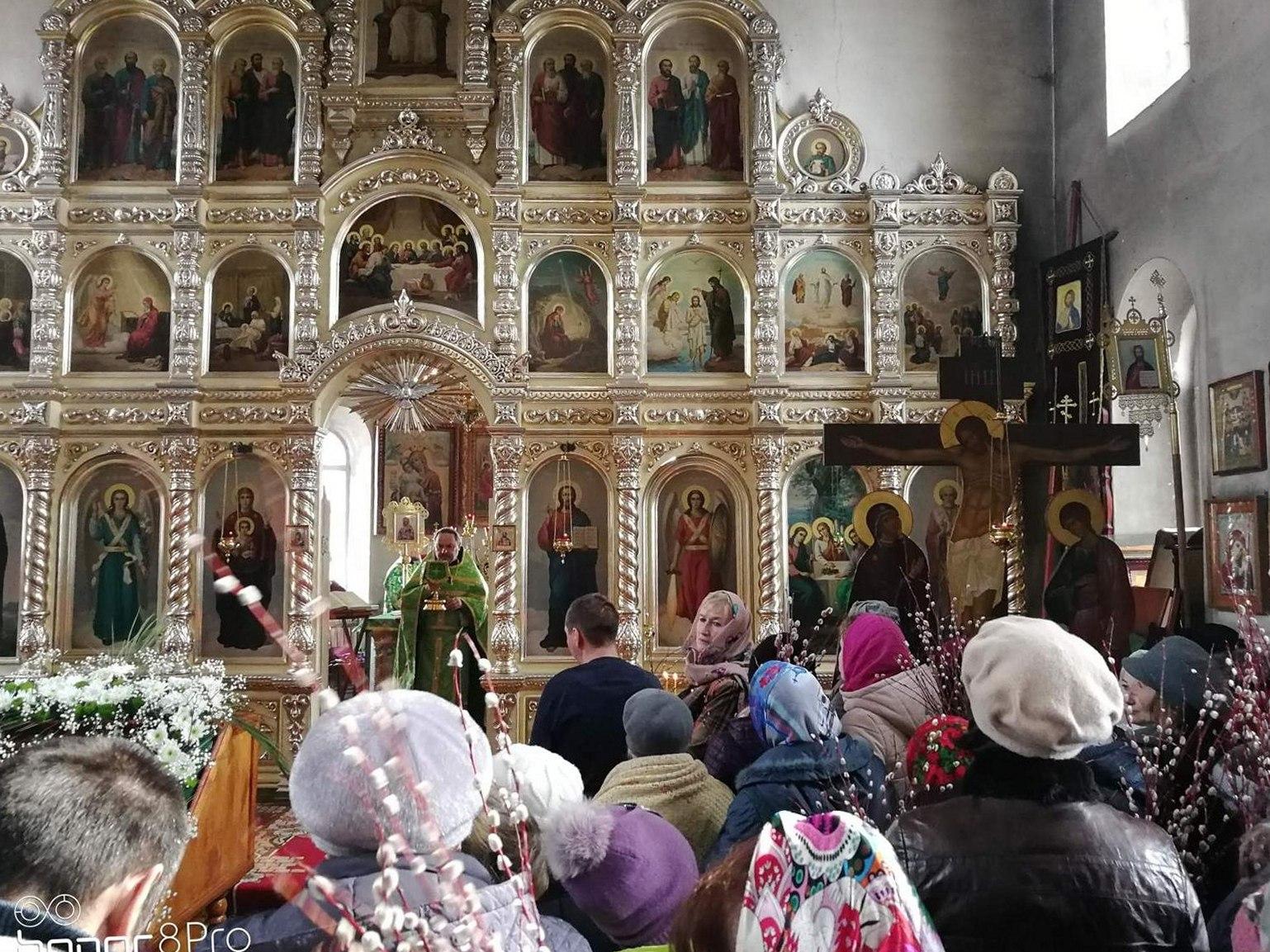 Праздничная Божественная литургия в Храме Святаго Духа Утешителя г. Жирновска.