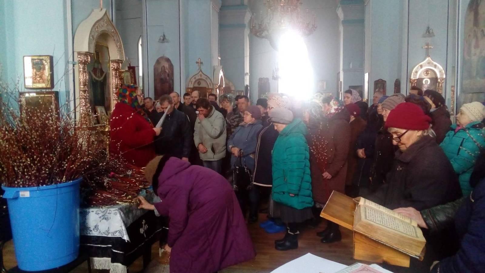 Праздничная Божественная литургия в Храме Богоявления Господня ст. Островской.