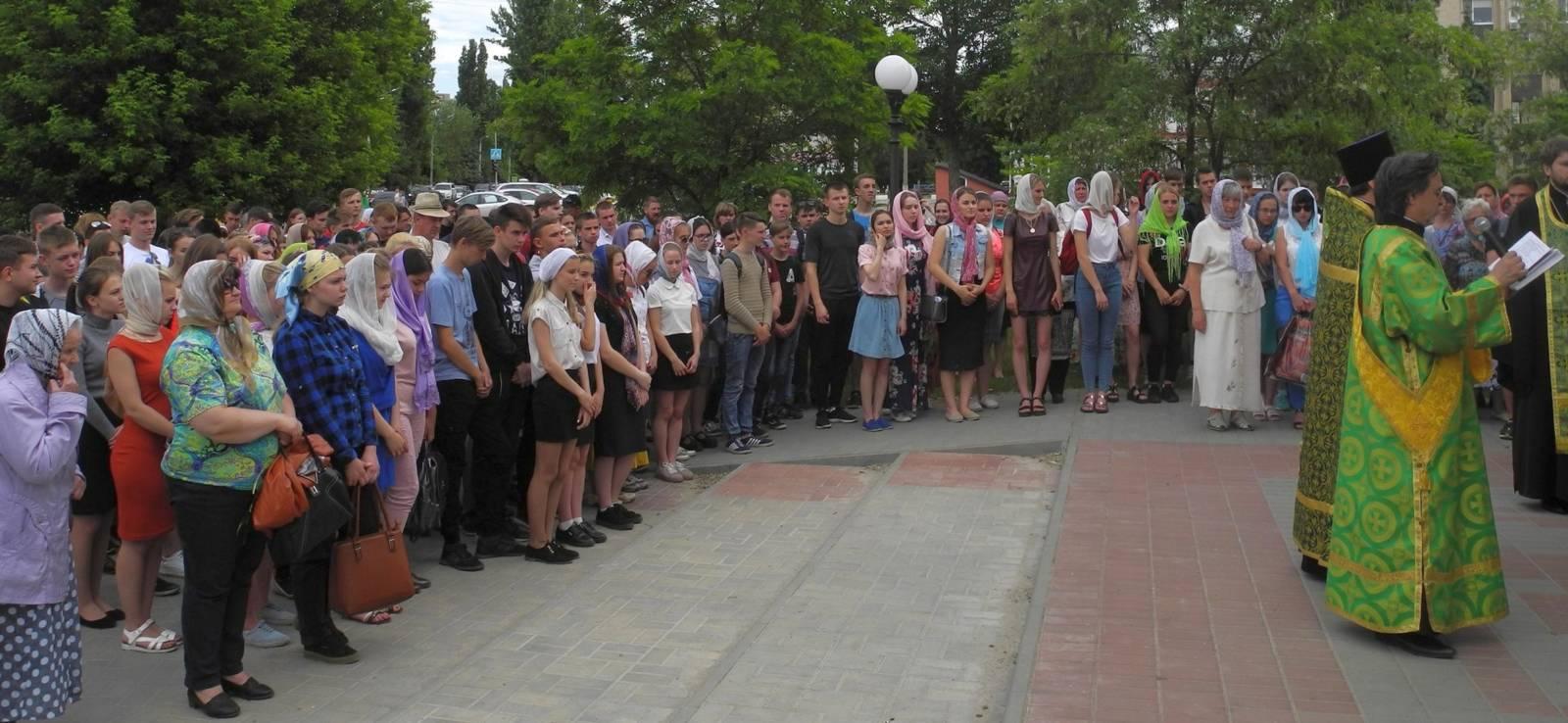 Молебен для учащих и учащихся перед началом экзаменов в г. Урюпинске.