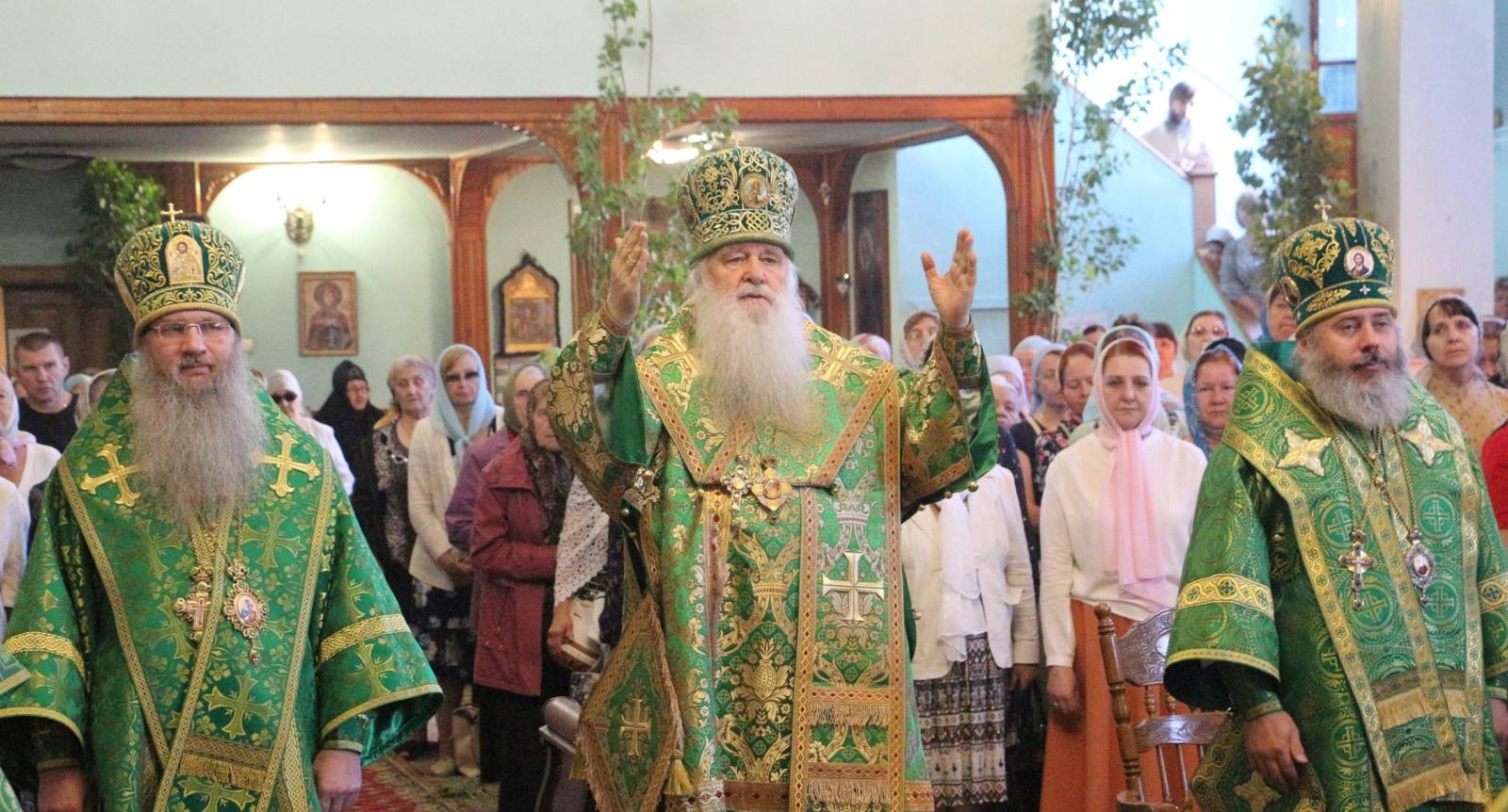 Праздничное богослужение в День Святого Духа в Свято-Духовом мужском монастыре г. Волгограда.