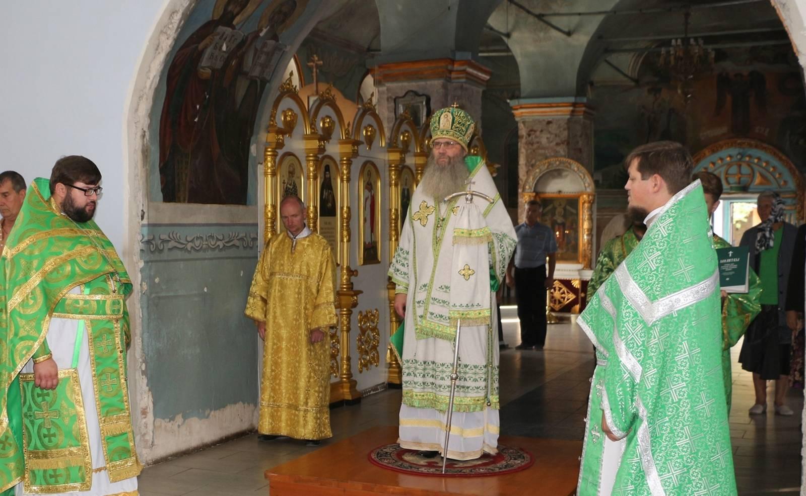 Служение епископа Елисея в день памяти Прпп. Антония и Феодосия Печерских.