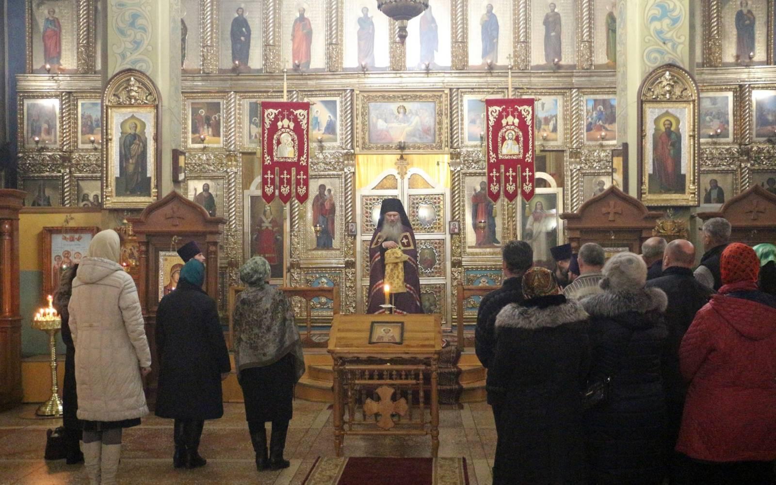 В канун Дня памяти Перенесение мощей свт. Иоа́нна Златоуста, архиепископа Константинопольского.