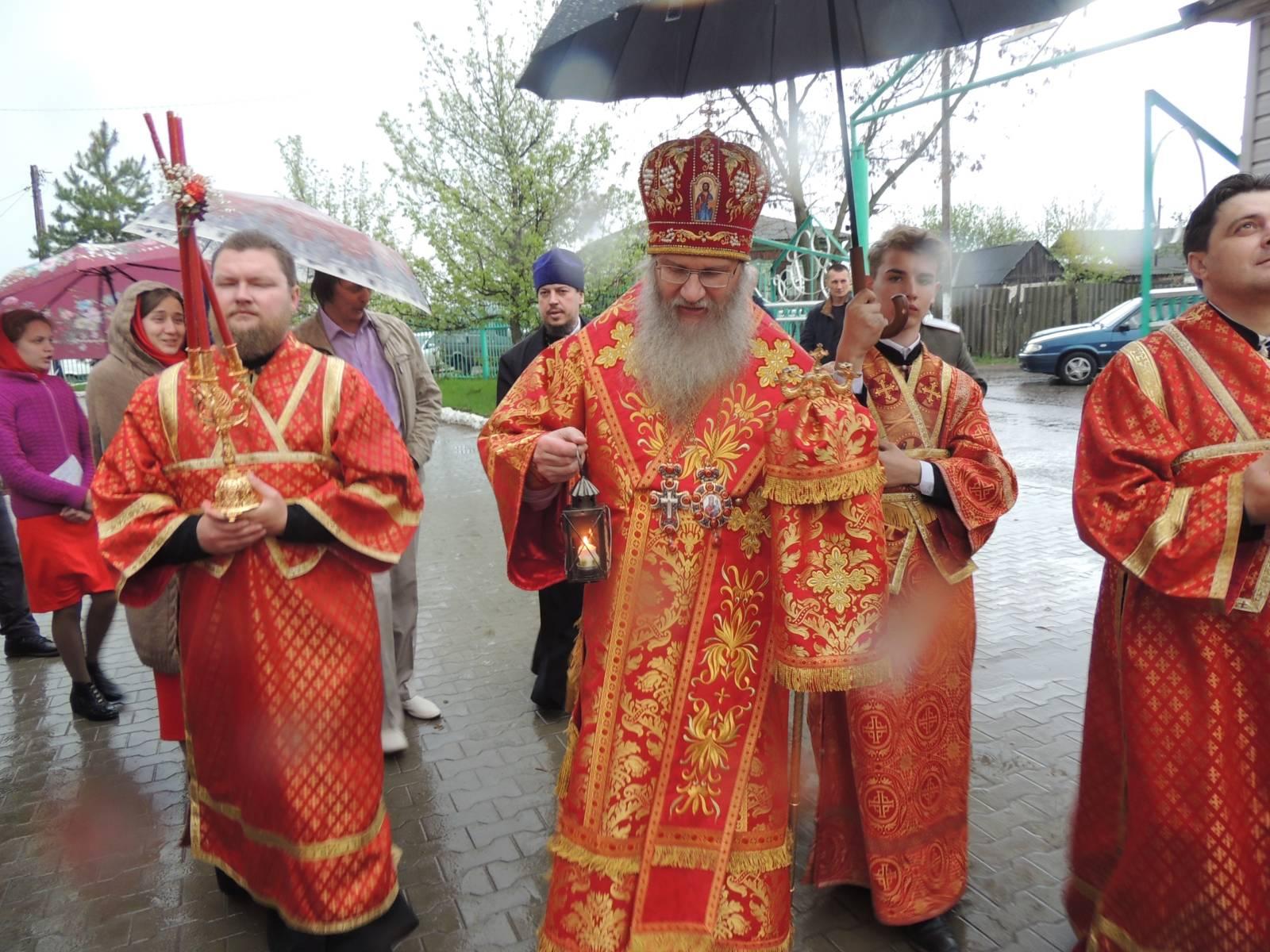 В Урюпинской епархии встретили Благодатный огонь.