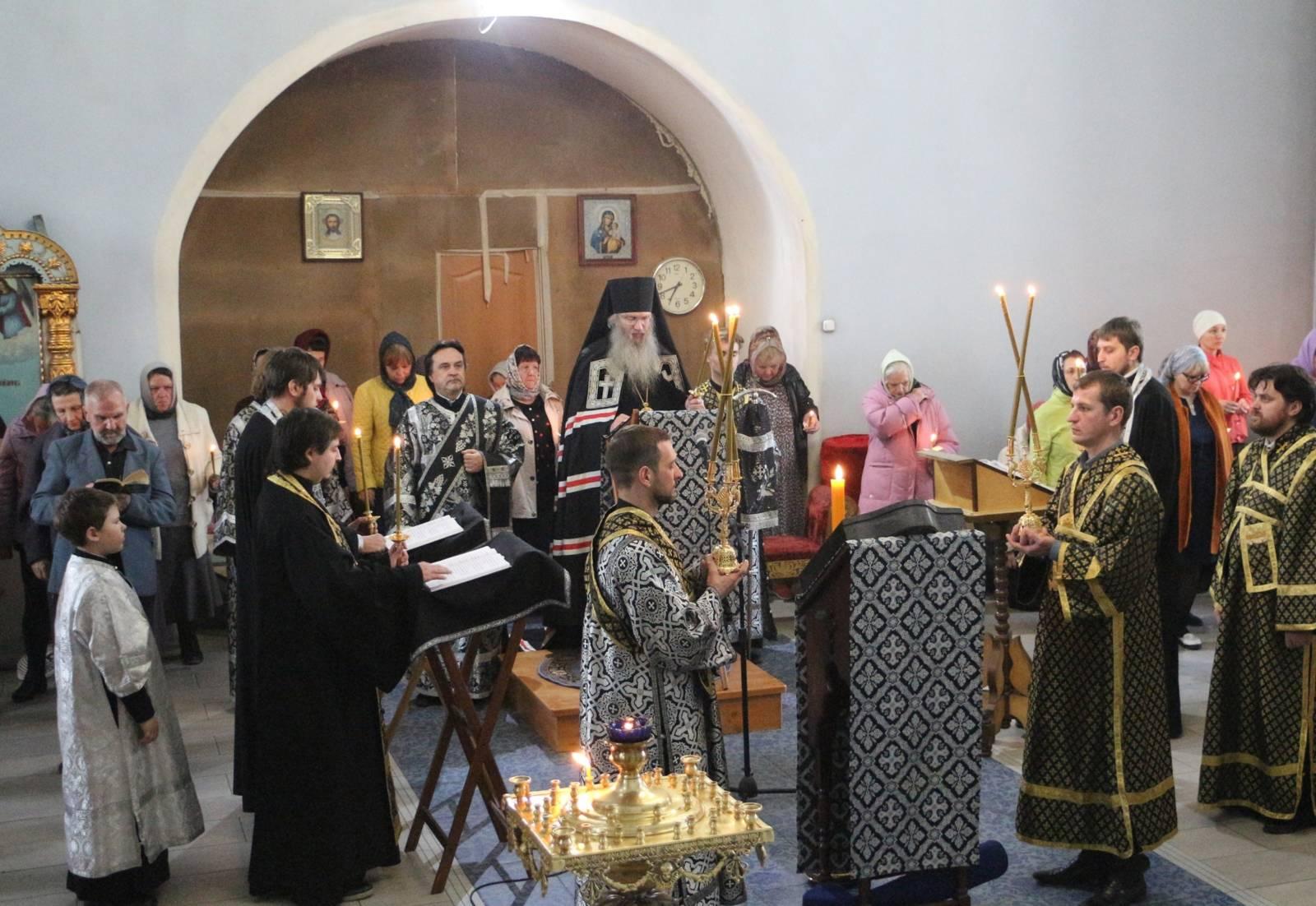 Утреня с чтением Великого покаянного канона прп. Андрея Критского и жития прп. Марии Египетской.