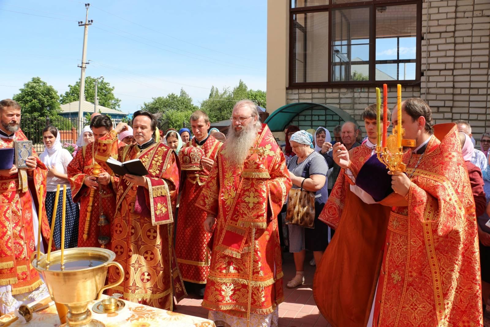В День памяти Перенесения мощей святителя и чудотворца Николая из Мир Ликийских в Бар.