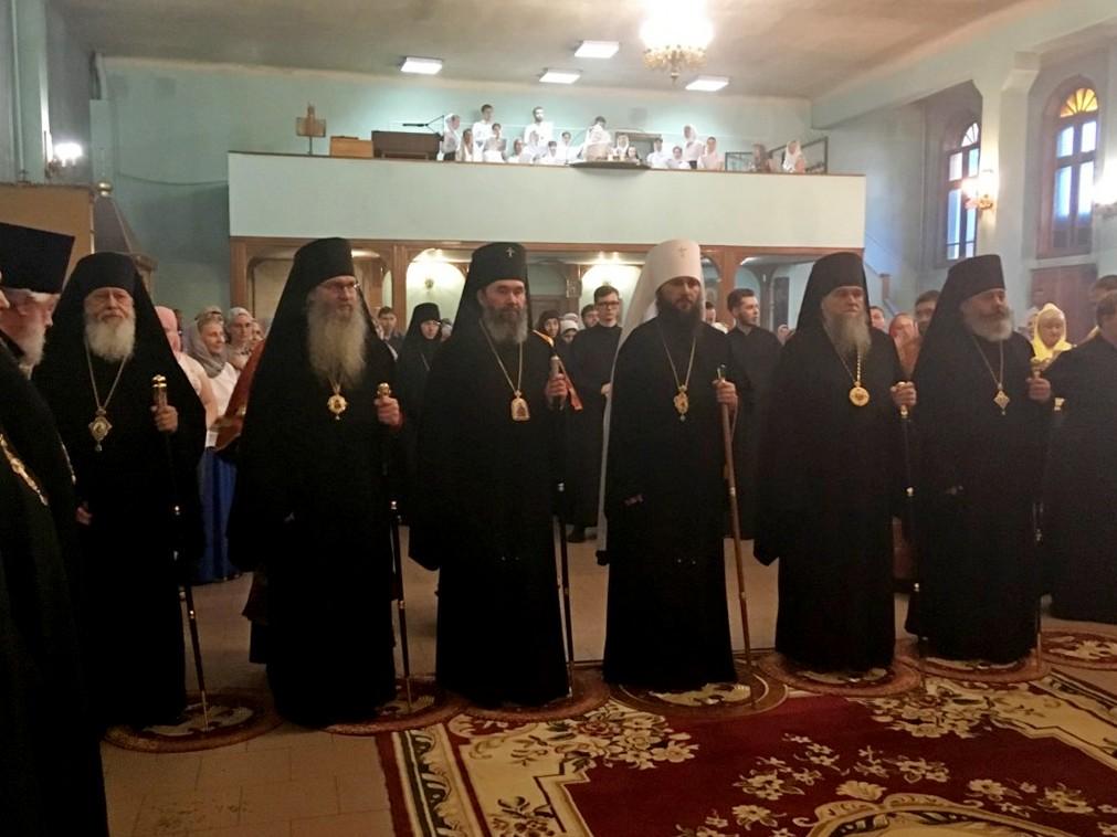 Всенощное бдение в канун дня памяти священномученика Николая в Свято-Духовом монастыре.