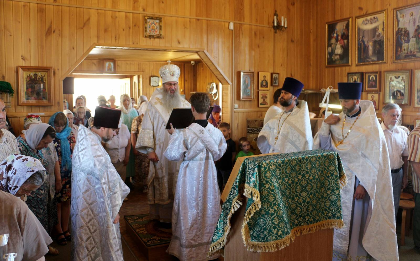 В пятницу Седмицы 7-й по Пасхе, День памяти Прп. Агапи́та Печерского.