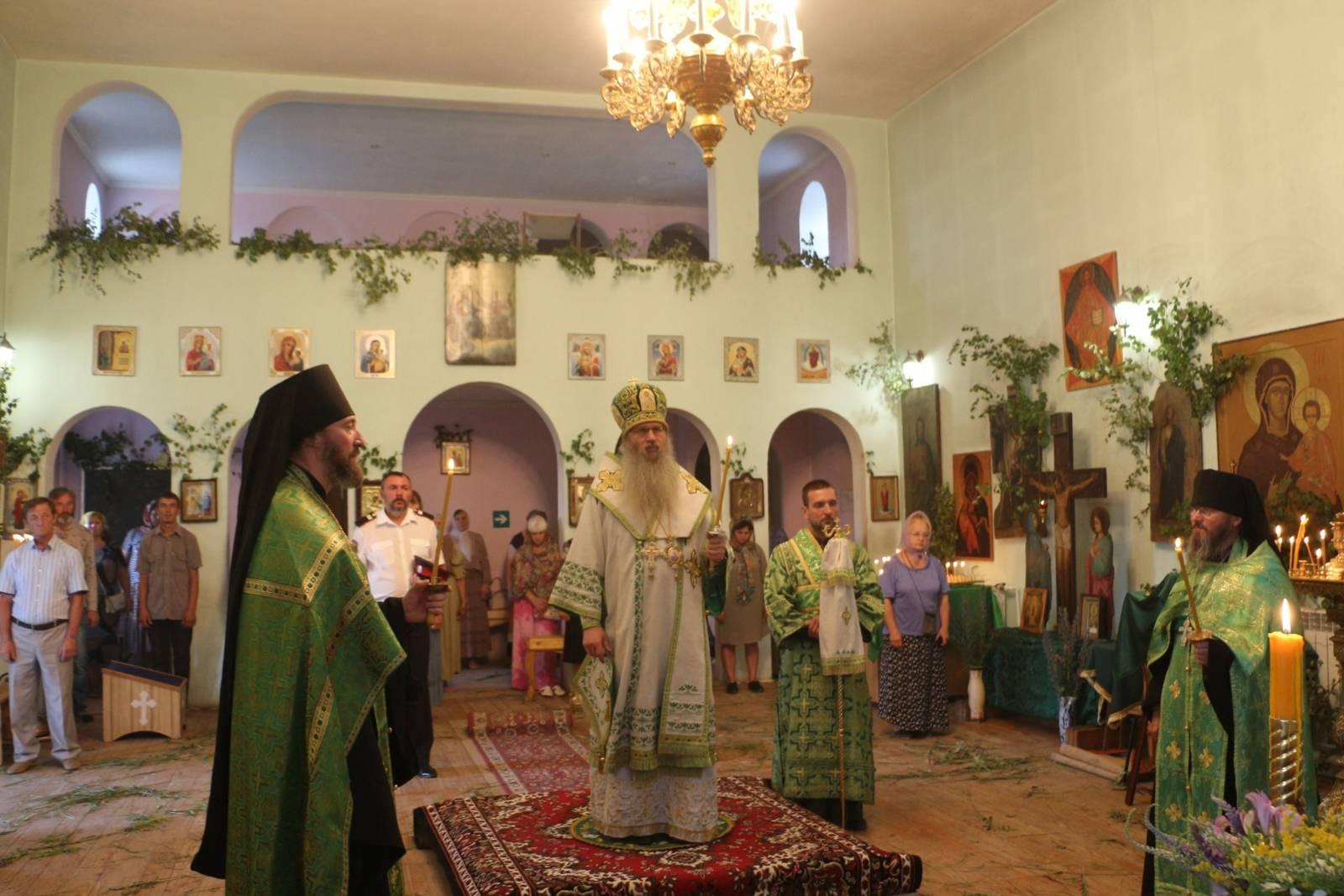 В канун Недели 8-й по Пасхе, Дня Святой Троицы.