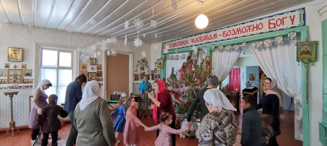 Рождественские ёлки на приходах