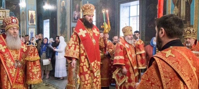 Пасхальная служба трёх архиереев